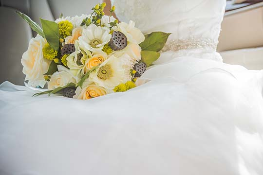 wedding bouquet with wholesale flowers