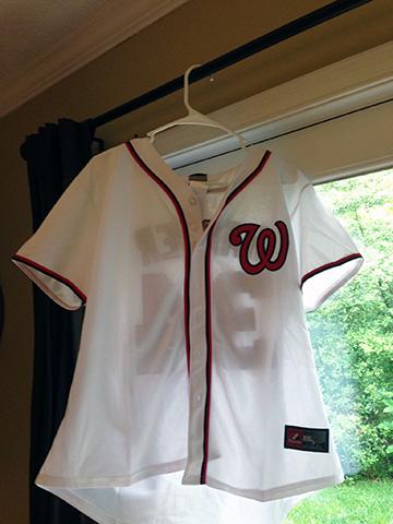 altering a baseball jersey DIY
